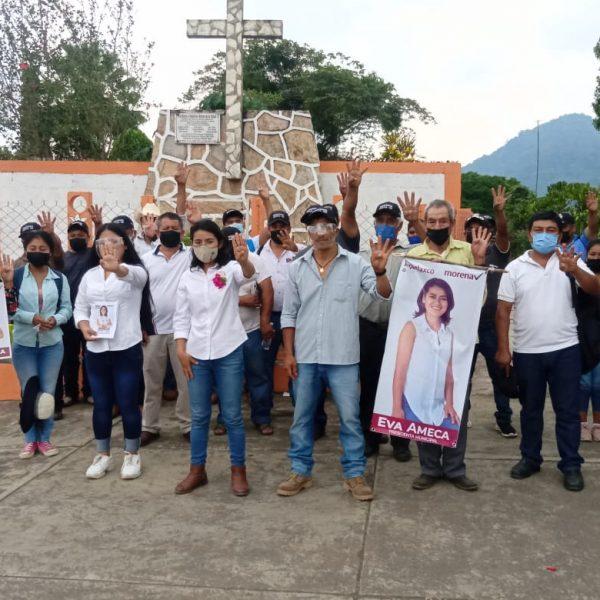 Cubrir necesidades prioritarias, es el compromiso de Eva Ameca en Tepatlaxco