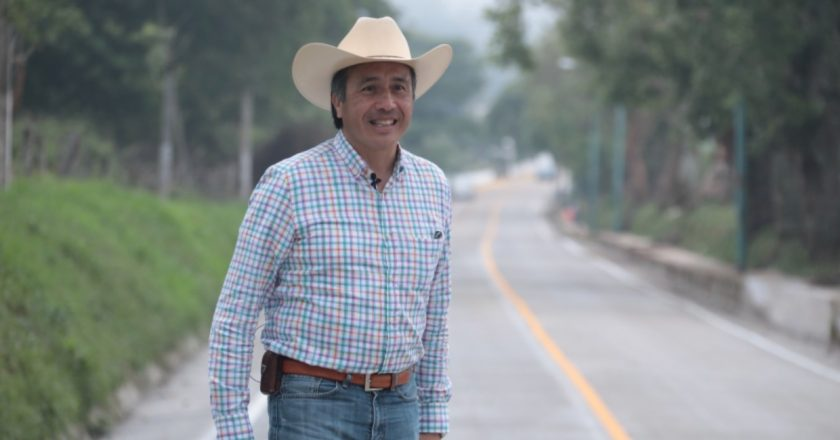 Con infraestructura carretera se apoya a las comunidades: Cuitláhuac García Jiménez